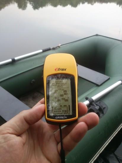 Dobre miejsca i ciekawy struktury dna warto zaznaczyć na GPS. Również jesienią gdy wodę spowija gęsta mgła PS ułatwia zarówno odnalezienie markera jak i powrót do brzegu. Warto mieć taki gadżet